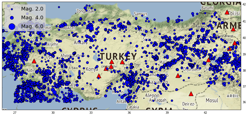 Erdbeben (blaue Punkte) in der Türkei zwischen 2016 und 2019. Daten: emsc-csem.org. Aktive Vulkane sind mit roten Dreiecken gekennzeichnet.